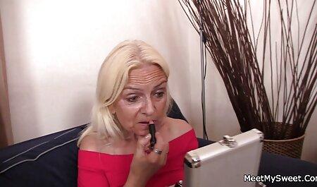 سکس در دانلودسکس زنان دوجنسه محل کار با یک دختر شیک