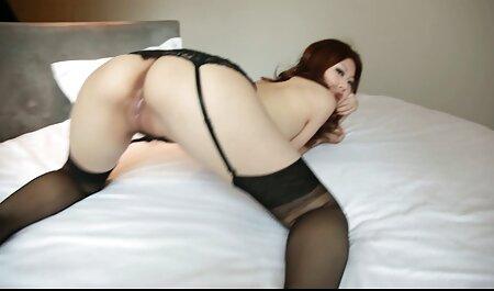 MILF سکسی سکس زن چاق چله بر روی میز می دهد