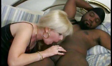 زبر روی دستگیره کلیپ سکس با زن همسایه صاف پایین کشید
