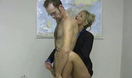 با یک دوست در دوربین فیلم سکس جلوی شوهر رابطه جنسی برقرار می کند