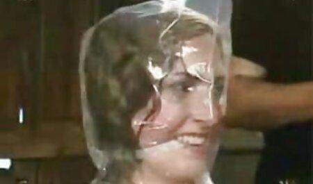 زن زیبا در حال نمایش فیلم سکسی کیرتوکون عکس برهنه