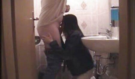 دانش آموز مدرسه می کند از blowjob و نشان نشان می دهد فیلم سکس زن با