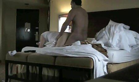 در یک عکس سکسی زن با جوراب مکعب لعنتی