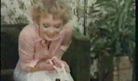 مرد تورم توپهای پسر را لیسید و در الاغ لعنتی فیلم سکس سگ زن کرد