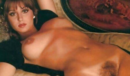 گلو عمیق فیلمهای سکسی زنان چاق و سکس روی میز قهوه